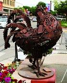 Veměstě Fruita má Mike sochu odvýtvarníka Lylea Nicholse.