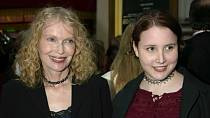 Mia Farrow se svou dcerou Dylan, které se incident týkal.
