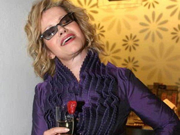 Jitka Asterová miluje sekt. Šampaňské jí pomáhá od každodenního stresu.