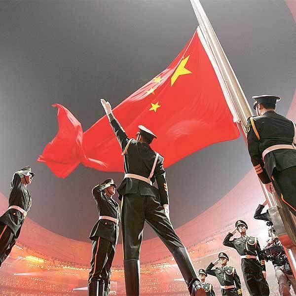 Čínská armáda nemohla při zahájení olympijských her chybět.