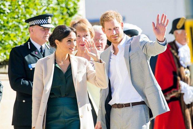 Princ Harry a Meghan jsou dosud považováni za mezinárodně chráněné osoby. Posledním dnem vbřeznu to už ale tak nebude. Kanadská vláda jim tím pádem přestává platit ochranku, na kterou měli nárok než se vzdali svých královských povinností.