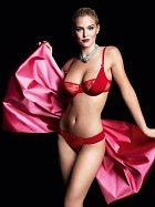 Je vyhledávanou modelkou pro focení spodního prádla.