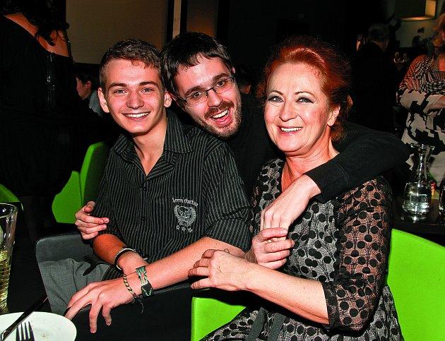 Herečka je hrdá nasvé syny Vojtěcha Skřípala aMarka Ciccottiho (uprostřed).