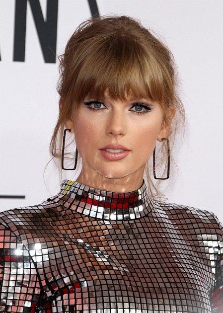 Zpěvačka Taylor Swift kraluje žebříčku sneuvěřitelnými 185milióny dolary (4.2mld. kč)
