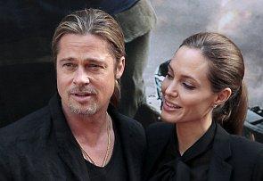 Brad Pitt a Angelina Jolie nejenom se stejnými účesy