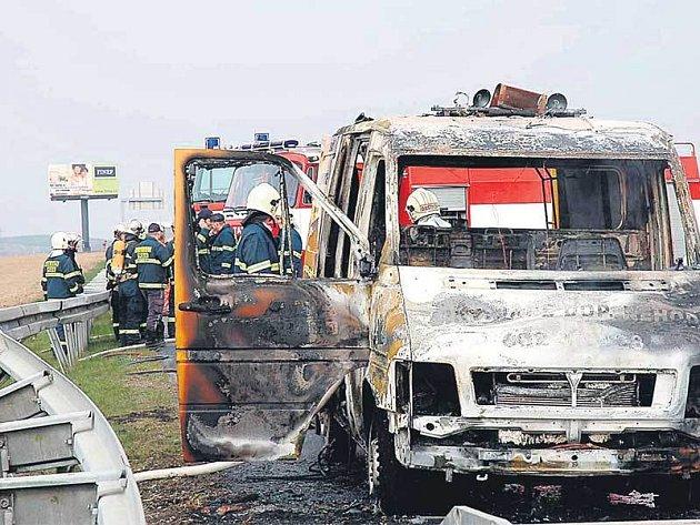 Požár dodávky opravářů na D1