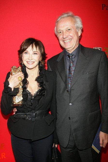 Marlène pózuje smanželem a čestným Césarem.