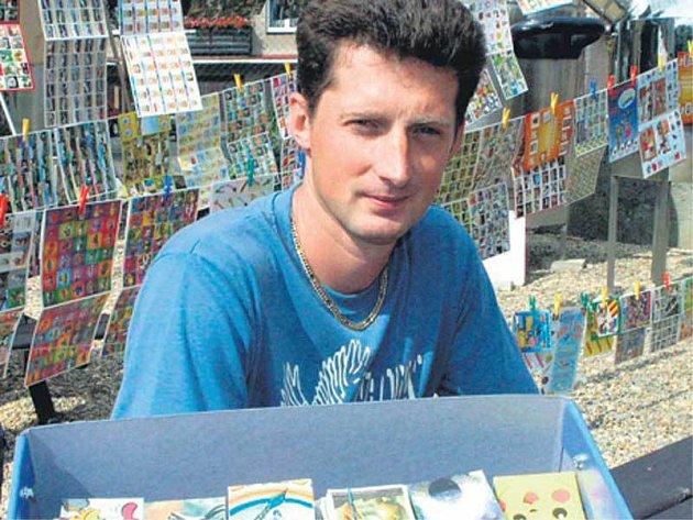 Poklady Petra Mičánka zaberou čtyři bedny a váží přes 50 kilogramů.