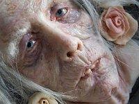 Tahle babička vypadá, jako by její tělo bylo po pár měsících vytaženo z řeky