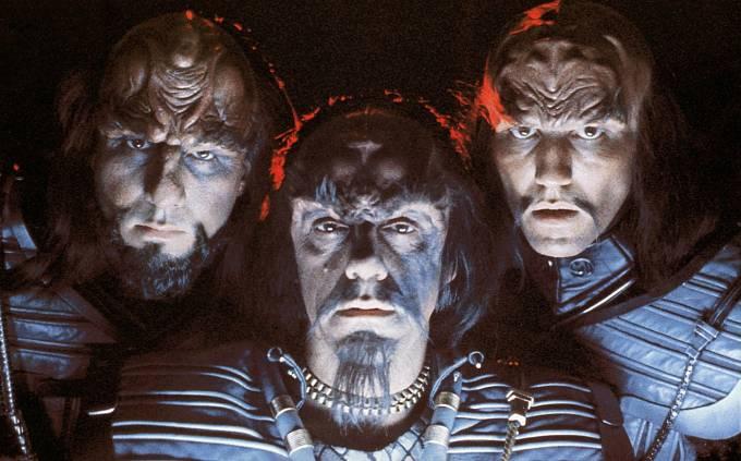 Ve Star Treku si zahrál Klingona (uprostřed).