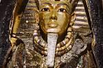První fotka posmrtné Tutanchamonovy masky.