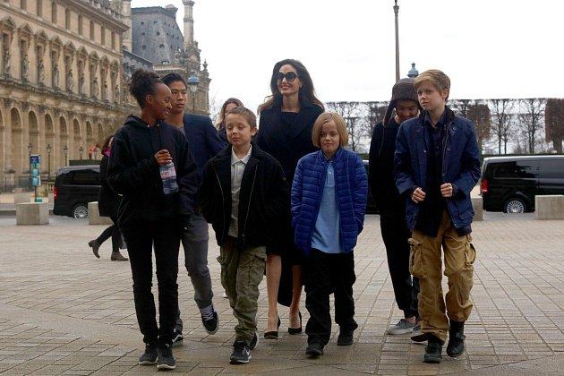 Angelina Jolie sdětmi