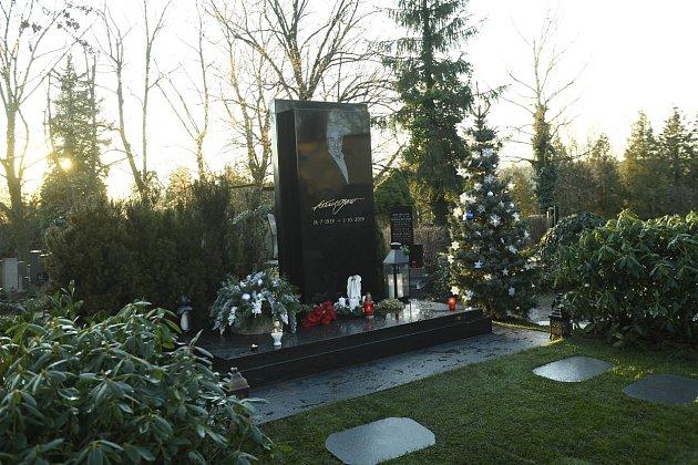 Karel Gott hrobka na Malvazinkách