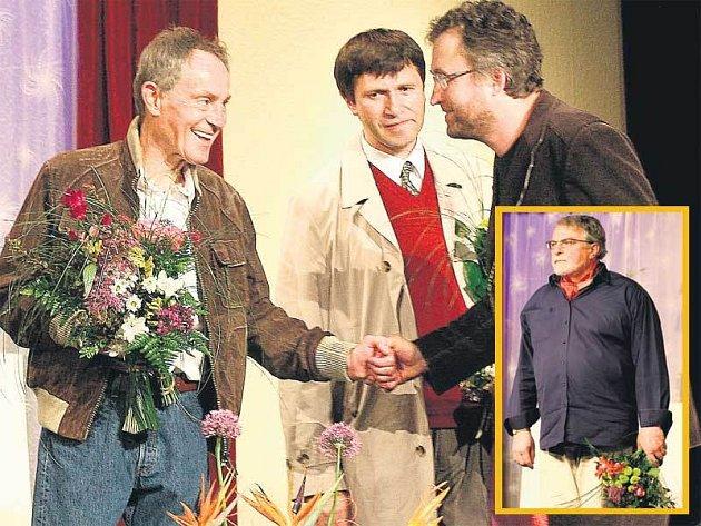 Čtyři Janové nadchli premiérové diváky hry Kumšt v Divadle Na Jezerce.