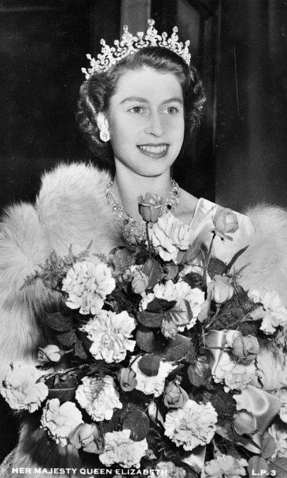 Po náhlé smrti krále Jiřího VI., se Alžběta II. stala přímou následnicí britského trůnu.