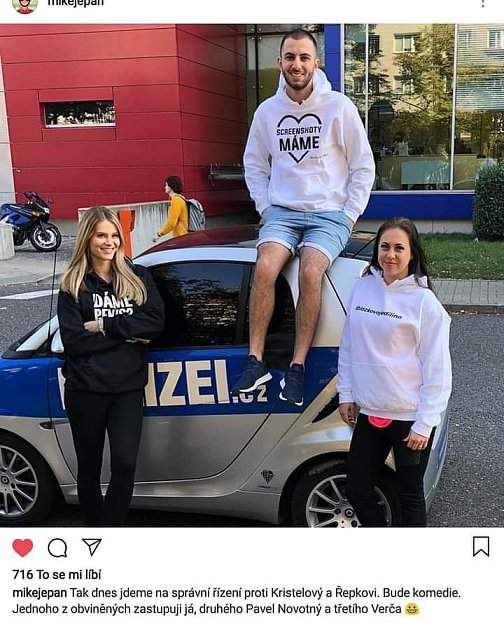 Veronika Řepková si sKateřinou Kristelovou servítky nebere.