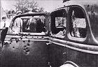 V roce 1934 byli zabiti Bonnie a Clyde, tohle je jejich auto v němž podlehli zraněním při střelbě.