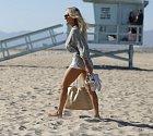 Lindsey Pelasová přichází na pláž v LA a show může začít!