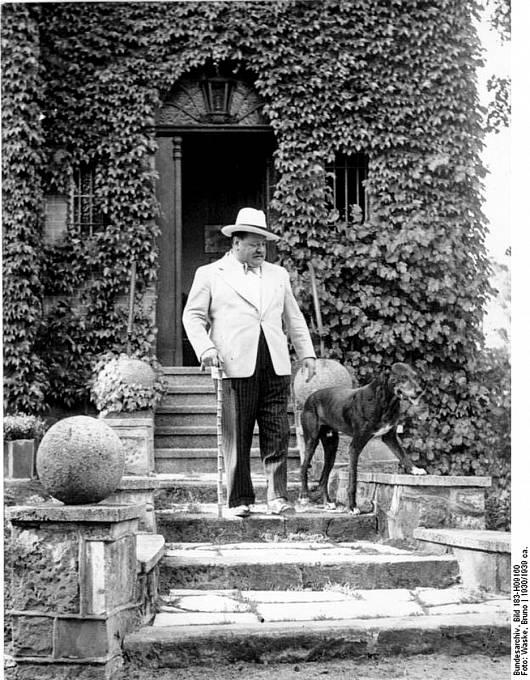 Heinrich George byl velmi slavný herec, který doplatil napletky snacistickým režimem. Jeho osud byl pak půl století záhadou.