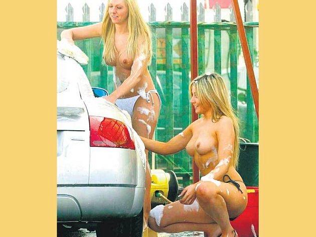 """Polonahé dívky jsou tak """"šikovné"""", že řidiči mnohdy zapomenou i včas odjet."""