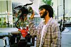 Programátor Ben Jabituya aoživlý robot. Tahle dvojka si podmanila miliony diváků.
