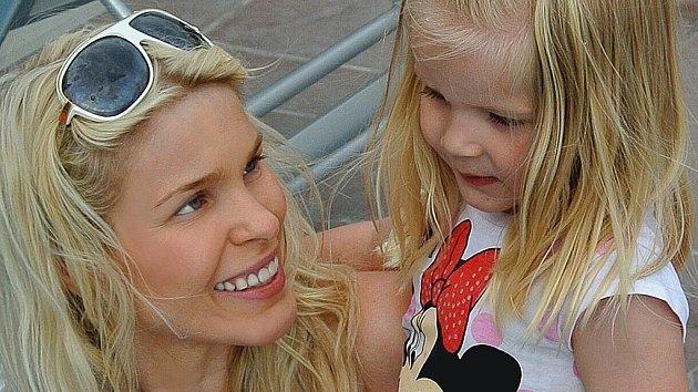 Která celebrita vyjela s dcerkou na dovolenou?