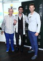 Mister International Jose Anmer Paredes s mužem roku Martinem Gardavským a ředitelem soutěže Davidem Novotným