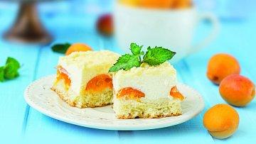 Ovocný koláč stvarohem zpříjemní každé posezení.
