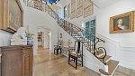 Bývalý dům herce Roba Lowe, který se nachází kousek od pozemku královské dvojice, je na prodej.