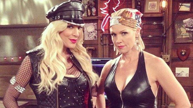 Tori Spelling a Jennie Garth alias Donna a Kelly zBeverly Hills 90210