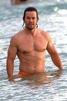 Mark Wahlberg si užívá pohodu na Barbadosu.