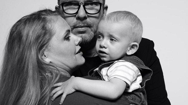Richard Müller s partnerkou a synem