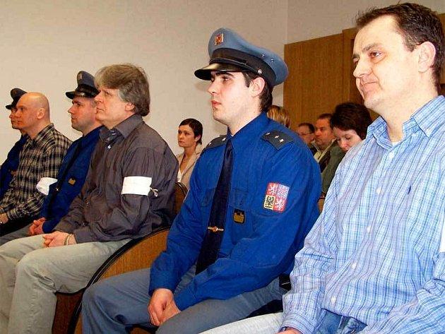 Nejvyšší třináctiapůlletý trest dostal Zdeněk Ševčík (uprostřed).