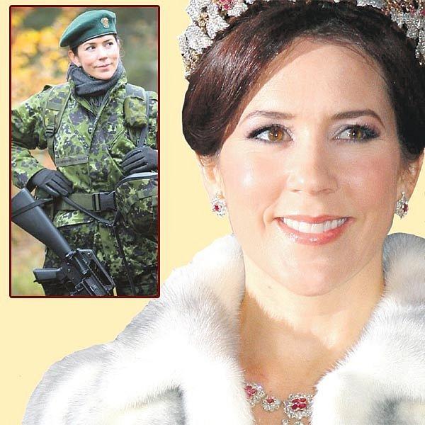 Korunku a královský kožíšek musela princezna Mary odložit. V uniformě jí to moc sluší.