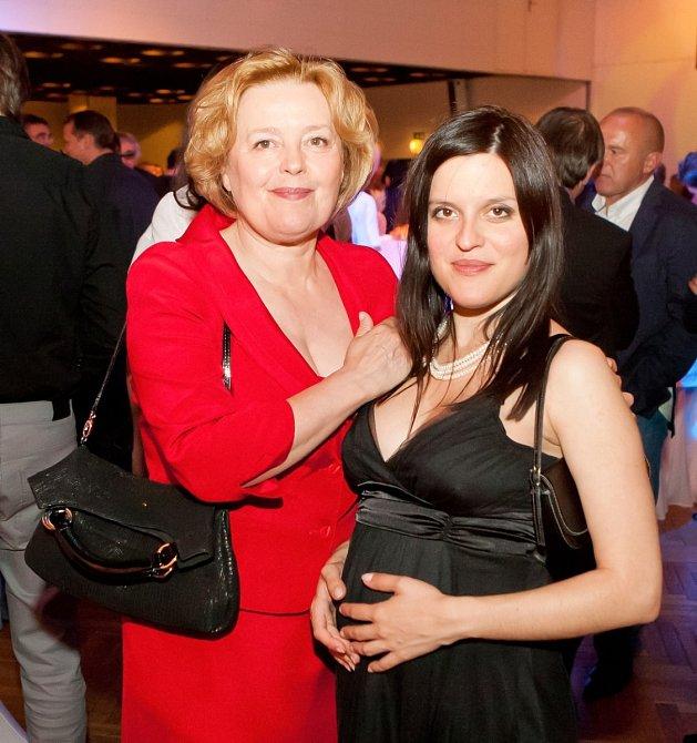 Magda Vášáryová se starší z dcer, Hanou, která je dnes úspěšná spisovatelka.