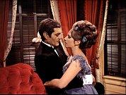 První role vefilmu Funny Girl (1968). Vobjetí sOmarem Sharifem.