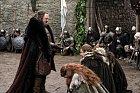 Robert Baratheon. Zemřel v 1. sérii. Příčina: Smrtelné zranění způsobené na lovu
