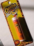 Balzám na rty s příchutí Cheetos.