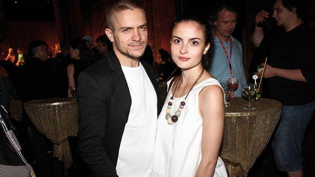 Herec Jiří Mádl s partnerkou Evou Josefíkovou.
