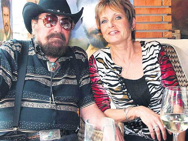 Waldemar se svou ženou Olgou se v pátek vracejí zpět do Spojených států.