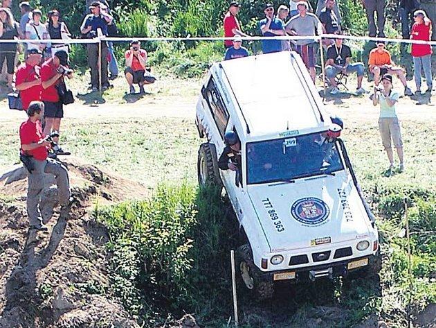 Trucky musely zdolávat těžký terén, vyjíždět a sjíždět krkolomné kopce.