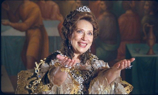 Jako císařovna v historickém velkofilmu Vivat, Anna! (2008).