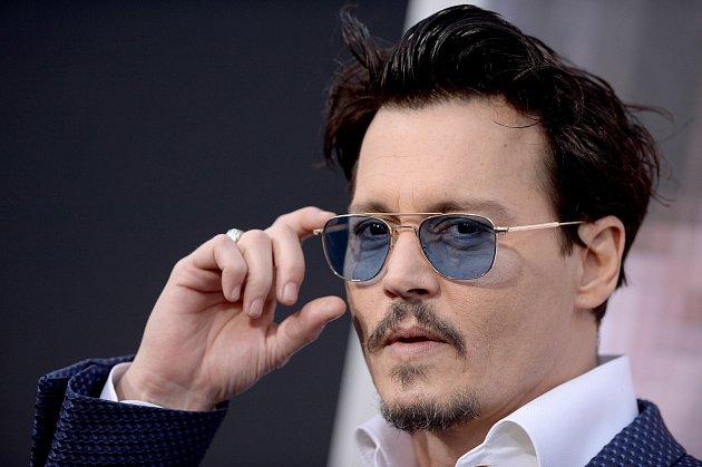 Johnny Depp se vúchylkách přímo vyžívá.