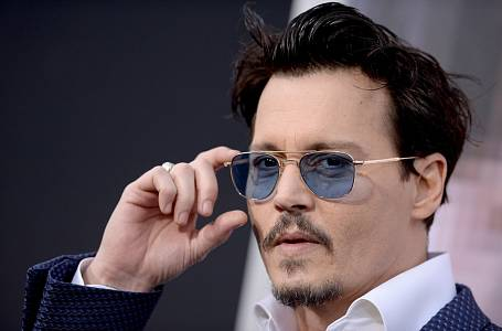 Johnny Depp se v úchylkách přímo vyžívá.