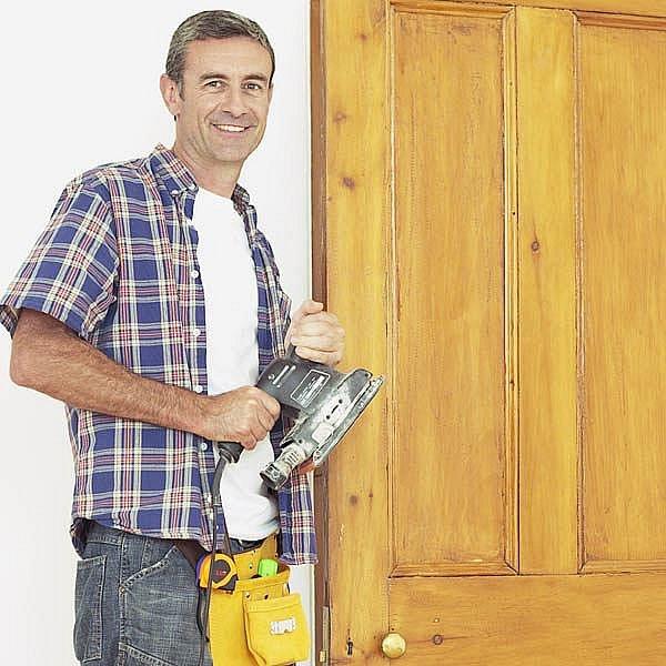 Renovace dveří nemusí být tak nadlidský úkol, jak se někomu zdá. Stačí vědět, jak na to.