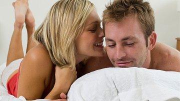 Až vám bude žena špitat nějakou lichotku, nevěřte jí. Obvykle to myslí zcela jinak.
