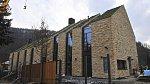 Petr Kellner si v malé vesničce Podkozí postavil luxusní dům.