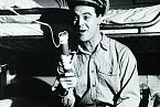 Hned zaprvní větší roli vefilmu Pan Roberts (1955) získal Oscara.