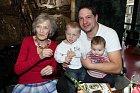 Luba Skořepová s rodinou