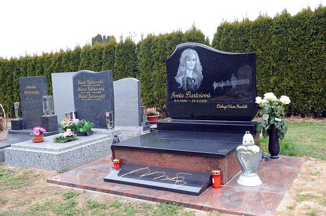 Honosnou hrobku nechal udělat Rychtář.